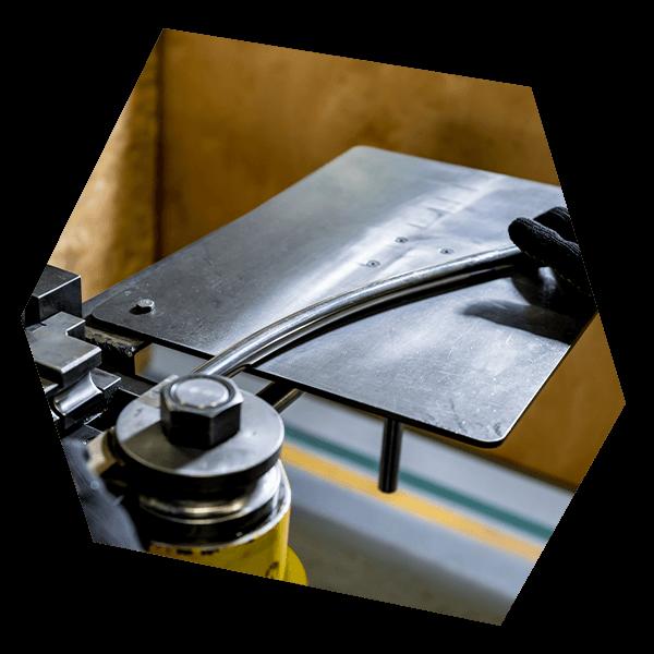 Dank der Biegevorrichtung für Rohre sind EO-Rohr-Montagen absolut exakt.